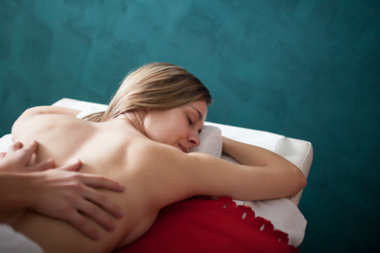 SWEDISH MASSAGE, BASIC MANEUVERS AND ITS BENEFITS